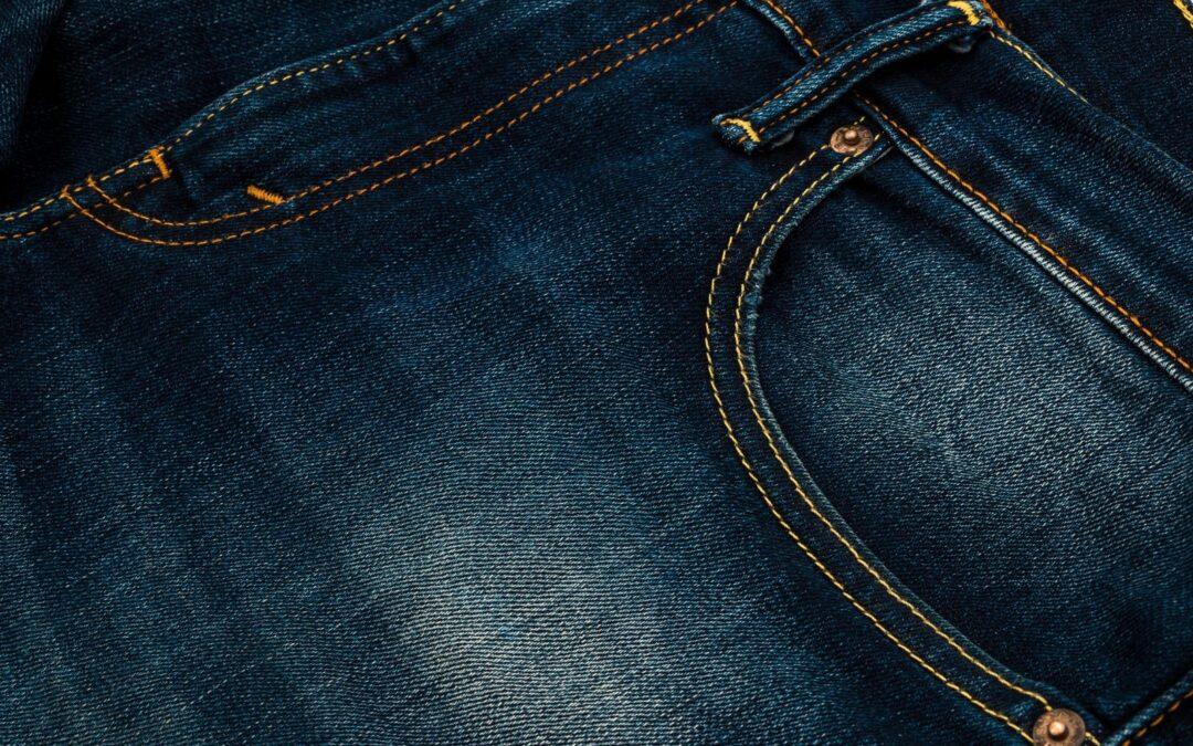 Come lavare I jeans senza dannegiarli